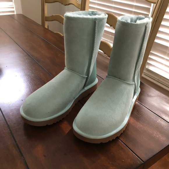 b710bc23e75 New UGG Classic Short II Boot- Sea Green Size 8